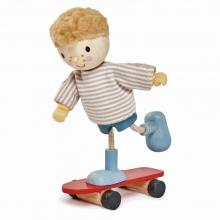 בובת עץ - אדווארד והסקייטבורד שלו tender leaf toys